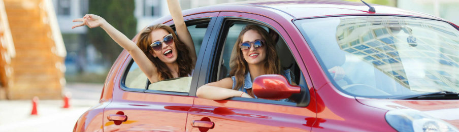 teens-enjoying-road-trip-dp